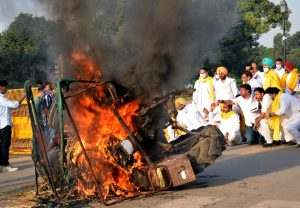 Farmers Protest: Tractor set on fire at India Gate | See Pics