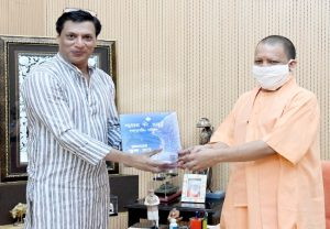 Madhur Bhandarkar meets CM Yogi Adityanath, discusses new film city