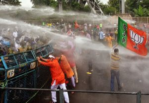 Clashes break out during BJP's 'Nabanna Chalo' agitation against Mamata govt