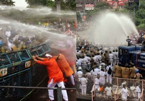 'Nabanna chalo': Police use water cannon to disperse bjp workers during the party's state-wide  agitation; See Pics