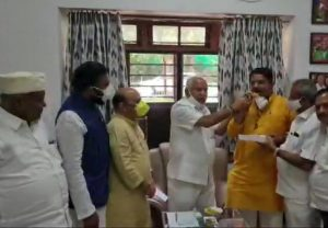 Karnataka: Yediyurappa, states ministers celebrate as trends show the party leading on both the seats