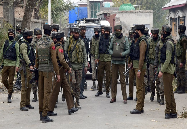 2 soldiers martyred as terrorists open fire at security personnel in Srinagar