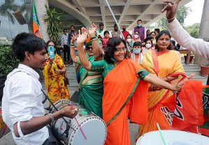 MP: Drums, dance to celebrate BJP's strong showing in by-polls (PICs)
