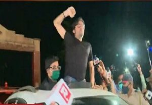 Arnab Goswami released from Mumbai's Taloja jail after SC order, thousands on streets welcome him (VIDEO)