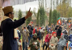 Dynastic politics ruined J&K, BJP committed to bring it on path of prosperity: Naqvi campaigns for DDC polls in J&K