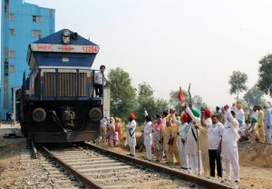 Punjab farmer unions allow trains to run from Monday, says agitation will resume in 15 days if talks with centre fail