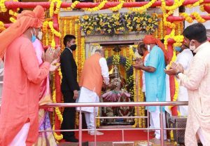 GHMC polls: Amit Shah reaches Hyderabad for roadshow, offers prayers at Bhagyalakshmi Temple
