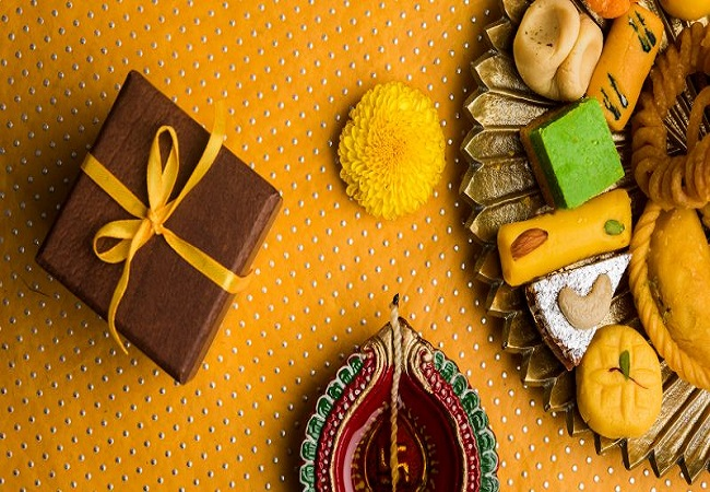 30 Diwali Gift Ideas: Best corporate Diwali gifts that would strengthen professional ties with employees