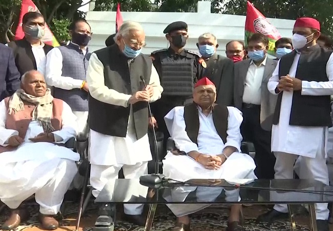 Mulayam Singh Yadav turns 82: Samajwadi Party workers celebrate in Lucknow