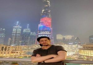 On 55th birthday SRK poses at Burj Khalifa, says 'Nice to see myself on the biggest, tallest screen in the world'