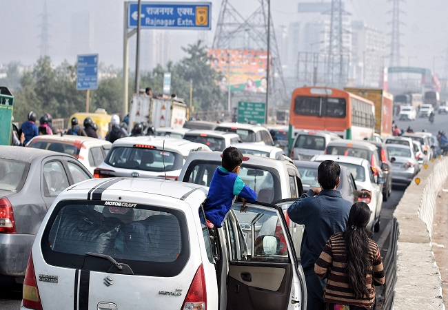 Delhi traffic alert: Police informs about closed routes amid farmers' protest, advice alternative routes