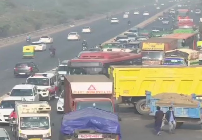 Traffic disrupted in North Delhi due to barricades placed by police in view of Farmers protest