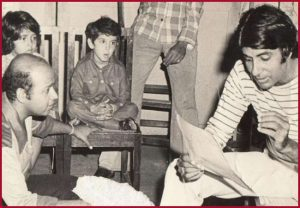 Throwback from 'Mere paas aao…' rehearsal: Amitabh Bachchan shares cute photo with Hrithik Roshan