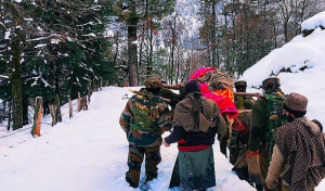 In J&K, Army jawans wade though snow to carry pregnant woman to hospital, heart-warming VIDEO is viral