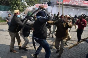 Farmers Protest: Scuffle breaks out at Singhu border, police fire tear gas shells