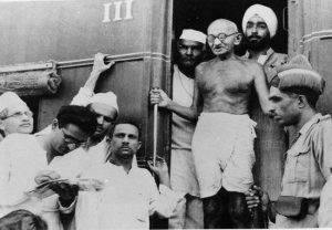 Unseen pictures of Mahatma Gandhi that you shouldn't miss!