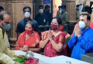 Gujarat CM Vijay Rupani along with wife offer prayers at Somnath Temple
