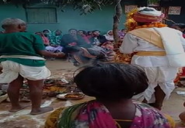 Bastar man marries both his girlfriends in same mandap, wives say they are 'very happy'