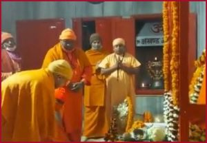 UP CM Yogi Adityanath offers prayers at Gorakhnath temple on Makar Sankranti (VIDEO)