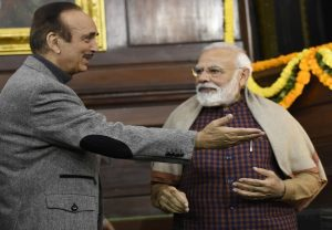 Ghulam Nabi Azad praises PM Modi, says 'he doesn't hide his true self'