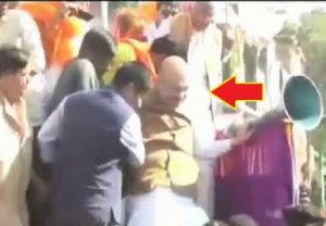 Old VIDEO of Amit Shah falling from a stage in MP shown as that from Bengal