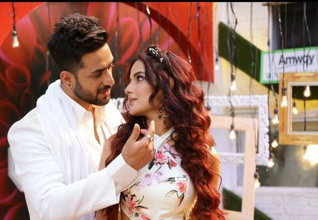 Bigg Boss 14 Grand Finale: Jasmin Bhasin-Aly Goni set stage on Fire; See  Pics: Pictures Gallery, Photos