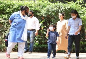 Kareena Kapoor spotted with son Taimur in Bandra, ahead of her delivery (PICs)