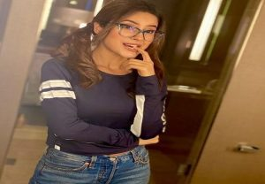 Shehnaaz Gill under quarantine in Canada, shares nerdy pic