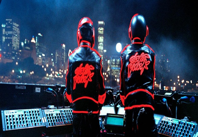 Grammy-winning duo Daft Punk announces breakup after 28 years; Internet pays homage