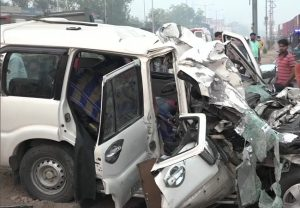 8 dead, 4 injured in car truck collision in Agra