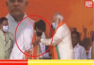 Mithun Chakraborty tried touching feet of PM Modi after joining BJP (Video)