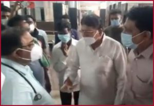 Madhya Pradesh: JP Hospital doctor resigns after Congress MLA shouts at him following patients death (Video)