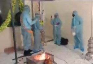 Madhya Pradesh: Couple in Ratlam ties knot wearing PPE kits as groom is COVID19 positive (Video)
