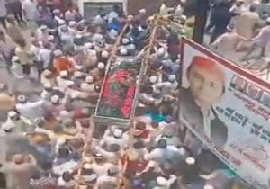 In UP's Badaun, Covid-19 norms go for a toss as hundreds turn out for funeral of Islamic leader (VIDEO)