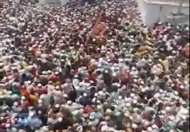 In UP's Badaun, Covid-19 norms go for toss as lakhs turn out for funeral of  Islamic leader (VIDEO)
