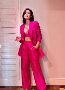 Shweta Tiwari flaunts her sensual side in glam outfits, see stunning PICs